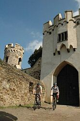 Castles and Palaces bicycle tour